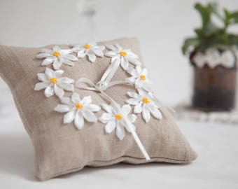 Daisies linen wedding ring bearer pillow, Wedding Ring Pillow, Wedding Pillow, Linen Ring Pillow, Rustic Wedding, Ring Cushion