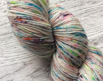 CONFETTI, 100% Superwash Merino. Multicolor, 100gr. 400m. Pen 2.5-3.5 mm. Knitting yarn.