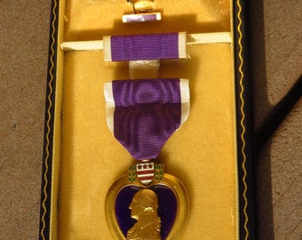 WW2 US Government Issued Army Purple Heart Medal w/ Case + Lapel Pin + Ribbon Bar + Ribbon