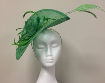 Stunning apple green fascinator, perfect for race days, weddings or any special occasion.