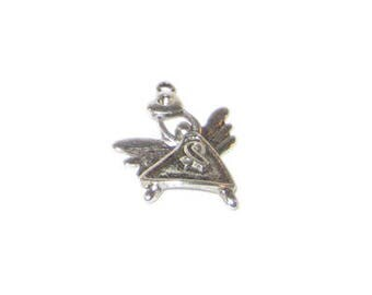 20 x 26mm Silver Angel with Heart Metal Pendant / Charm