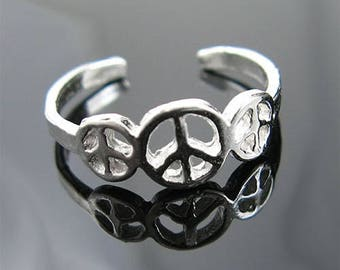 Triple Peace Signs Toe Ring