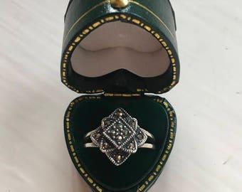 Stunning Silver Diamond/Flower Motif Marcasite Ring (Size N)