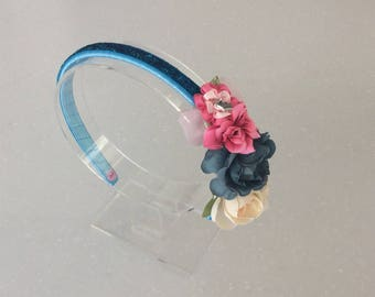 Hair band with blue glitter, flowers and bows