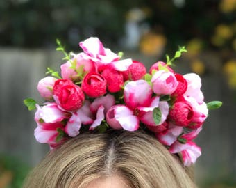 Crown of pink and musk rosebuds