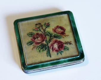 Vintage ladies powder compact Floral woven display lid