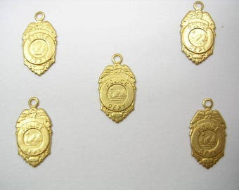 LOT 5 METALS CHARMS Gold: Plate of police officer 15mm