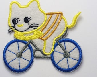 FABRIC FUSIBLE APPLIQUE: Cat on bike 65 * 60mm