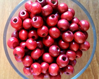 Set of 50 red wooden beads round T29