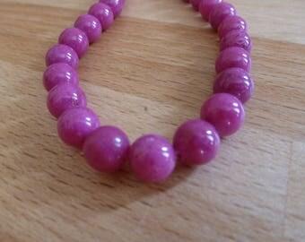 8 beads of jade round 8mm Magenta