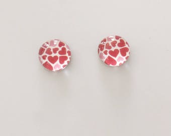 2 white hearts cabochons Red