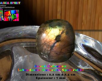 Model AA314 - Cabochon Labradorite Spectrolite 2.4 cm x 2.2 cm - thickness 7 mm