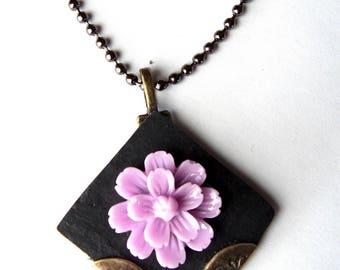 Necklace in floral medallion slate