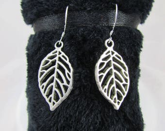 """""""Openwork leaf"""" earrings"""