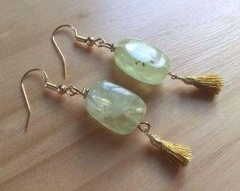 Prehnite earrings, gemstone and mustard yellow Pompom, goldplated, green gemstone earrings, tassel, prehenita edges