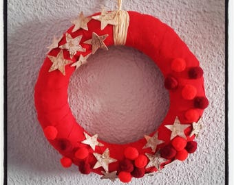 Wreath door, wood star, red tassels and ribbons to hang