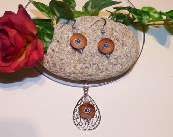 """Very beautiful finery """"Lola"""" Stud Earrings, and round wooden pendant necklace"""
