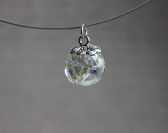 Round neck + pendant sphere1.8cm blue Statice dried flowers and resin