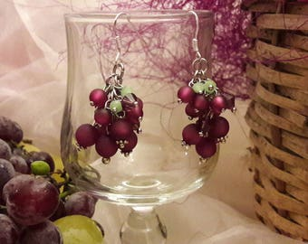 Beautiful bunches of grapes... these earrings!