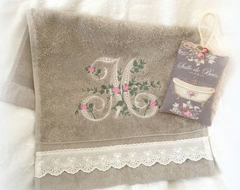 """Hand towel embroidered """"M"""" and his bag to the """"mimosa"""" scented fragrance beads"""