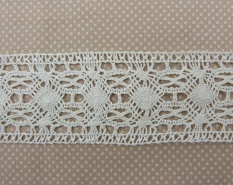 Wide white cotton lace