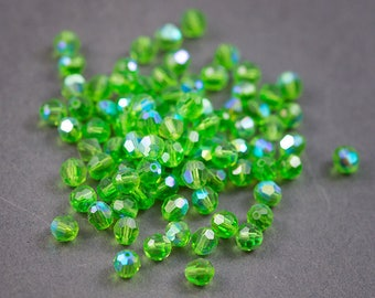 10 pcs - Bohemian, round faceted Crystal beads • green transparent 6mm
