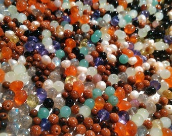 30 gr of pearls all mixed stones lapidary quality