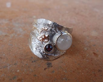 Ring in silver, gold, labradorite and Garnet