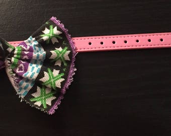 Pink pet collar with purple pattern bow