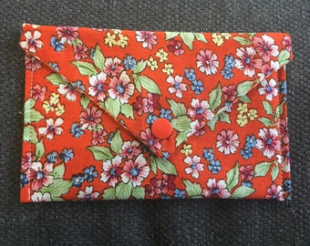 Great fabric with snap Pocket