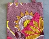tote bag en wax, motifs fleurs rose, jaune, bordeaux, blanc