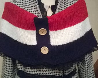 Heater shoulder snood with wide stripes