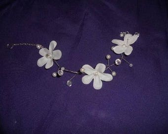twisted wire flower white and Ivory Pearl Necklace