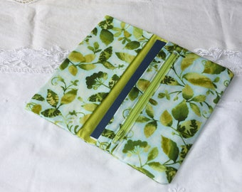 Checkbook wallet 3 pockets green monochrome fabric