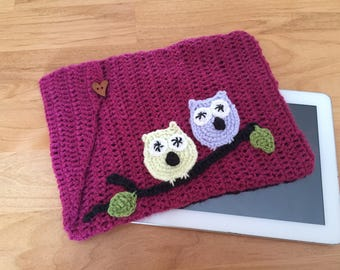 Cover Tablet 10 inches is crocheted with acrylic yarn