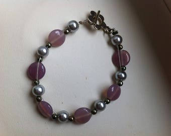 Bracelet wire-wrapped pale pink and grey beads