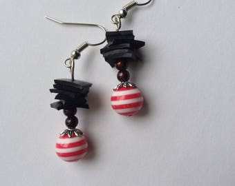 Earrings red recycled bike tube and Pearl resin striped - room
