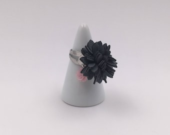 The grey floral ring
