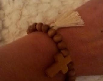 BRACELET, BEADS AND WOODEN CROSS