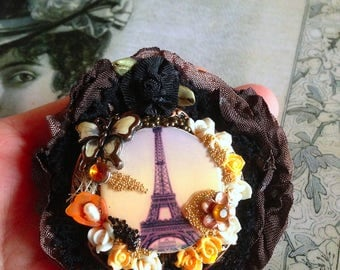 Brooch retro/romantic Eiffel Tower enameled Butterfly with flowers lace and cotton