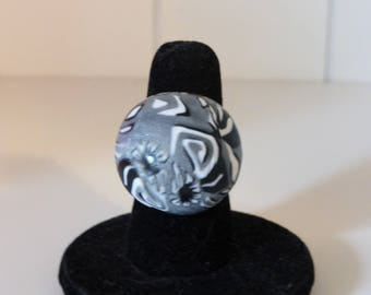 Domed round ring gray white black flowers design
