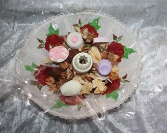 lace basket and its small scents
