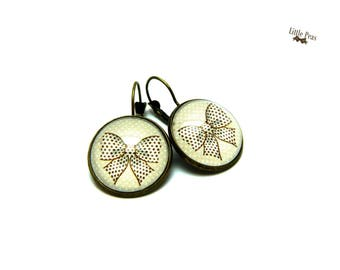Ribbon bow and dots glass dome earrings