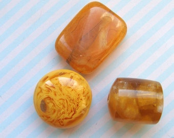 Set of 3 beads made of plastic and resin Orange 20 and 25mm