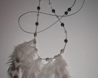 00951 - Feathers and black, white and silver beads necklace.