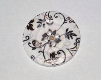 A large button Arabesques flower 3cm