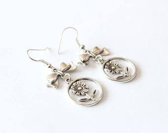 Pretty flower and bow earrings