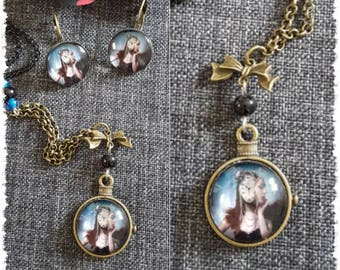 Necklace bronze pattern woman clock