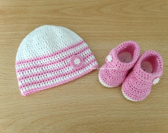 Set hat and slippers roses and white made the hook - size 0-1 month