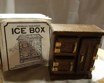 Dollhouse furniture - Icebox